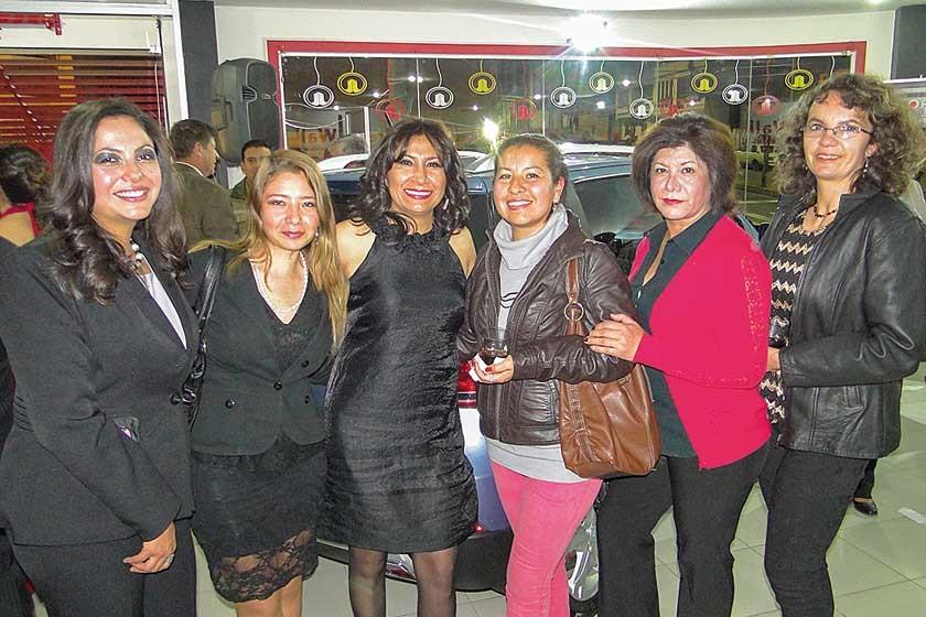 Lucía Montalvo, María Eugenia Coca, Julissa Salazar, Jovana Flores, Victoria Navía de Hernáiz y Daniela Palacios.