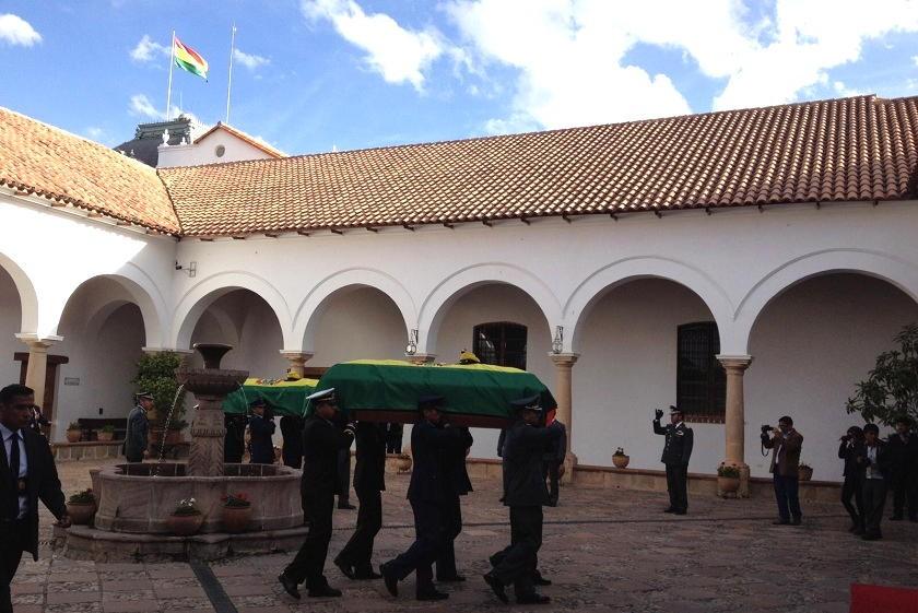Los restos de un oficial y un soldado llegaron a Sucre tras ser repatriados desde Perú. Foto: Richard Mamani