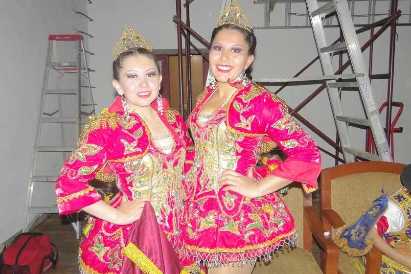 Claudia Bolaños y María José Arce.