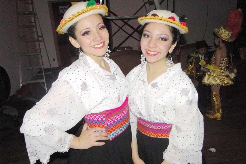 Carolina y Juliana Urioste.