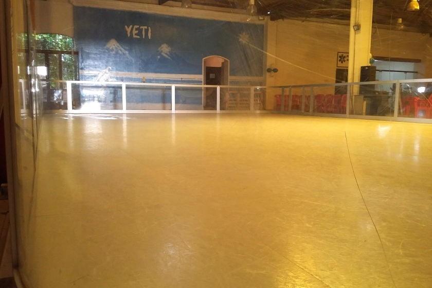 La pista de patinaje ecológico de hielo abre sus puertas desde este viernes. Foto: CORREO DEL SUR