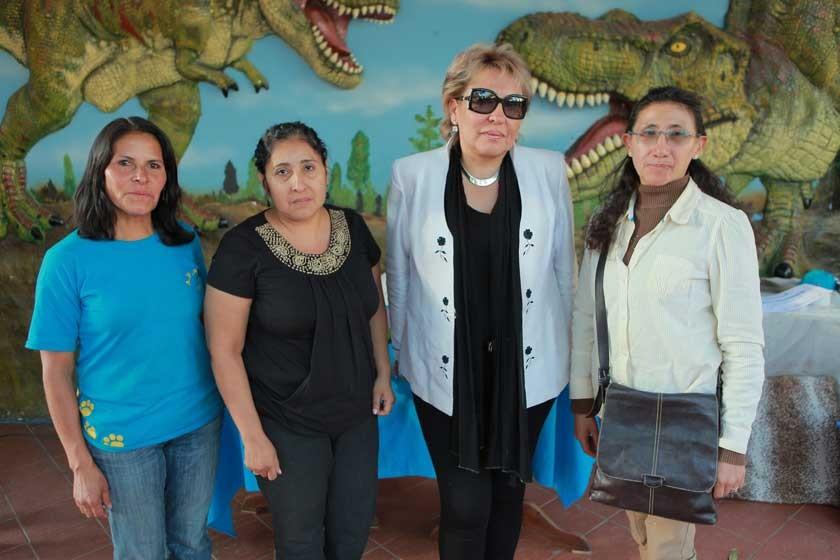 Litzi Martínez junto al jurado Lorena Araujo, Sonia Avilés y Mirtha Canseco.