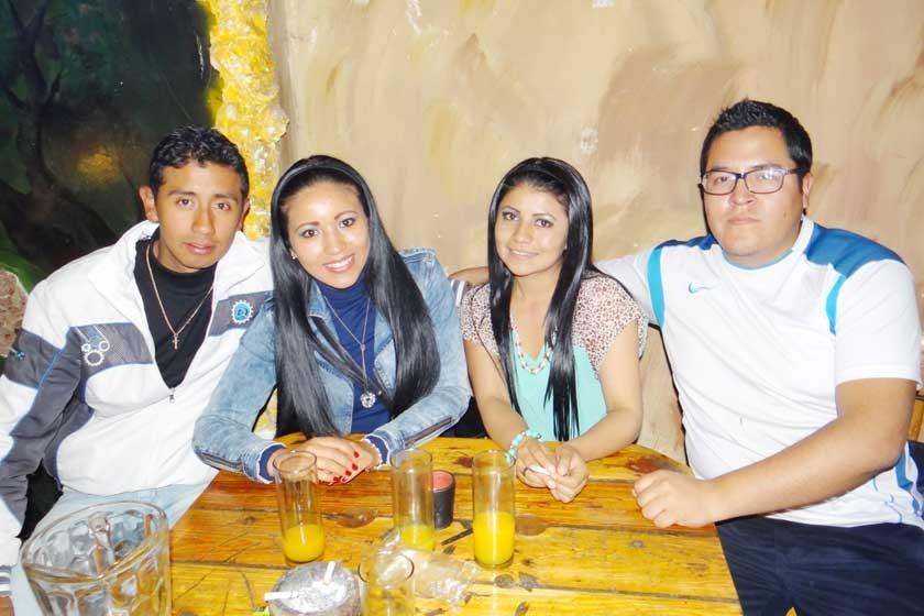 Gastón Vedia, Viviana Zambrana, Roselyn Contreras y Gael Garrón