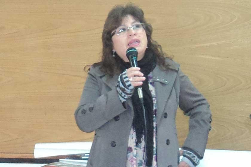 """Evelyn campos disertación del tema: """"La adopción y los medios de comunicación""""."""