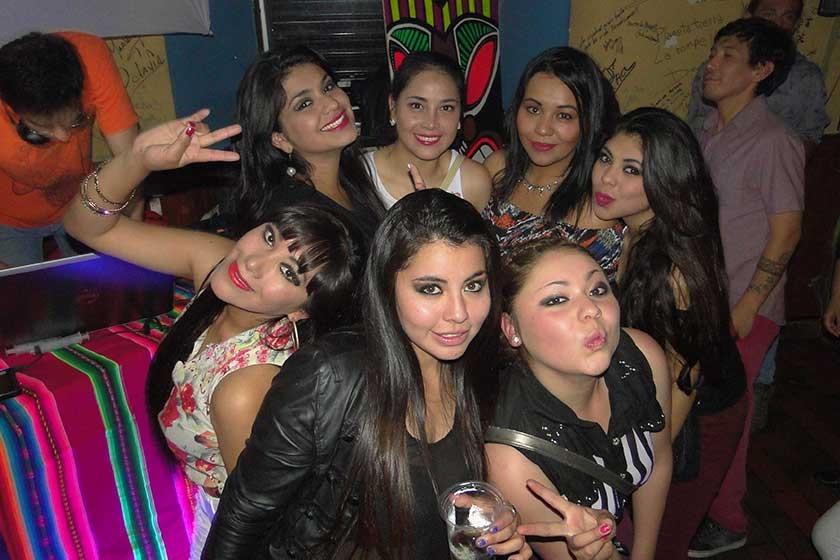 """Las chicas """"Ten Number Seven""""."""