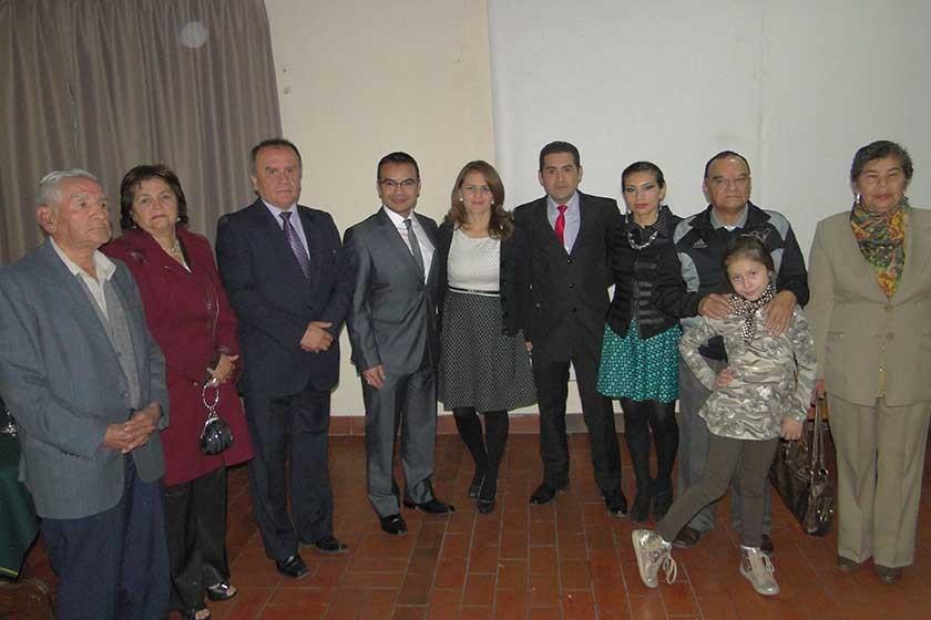 Ericka Díaz y Abdón Reynales junto a sus familias.