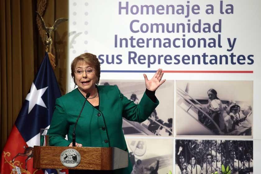 Bachelet aguarda fallo de la CIJ en medio de una crisis política