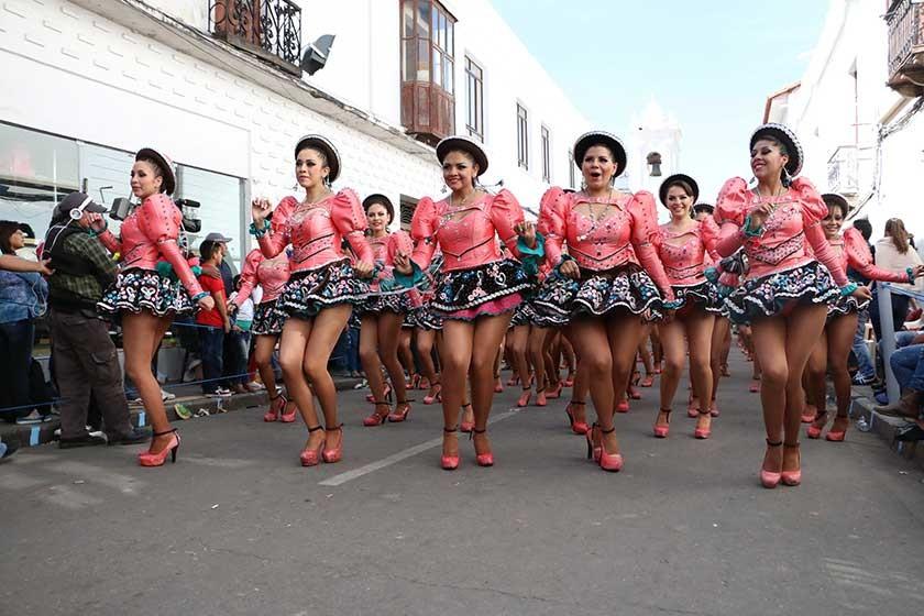 La belleza de las sucrenses reflejada en los caporales Churuquella.