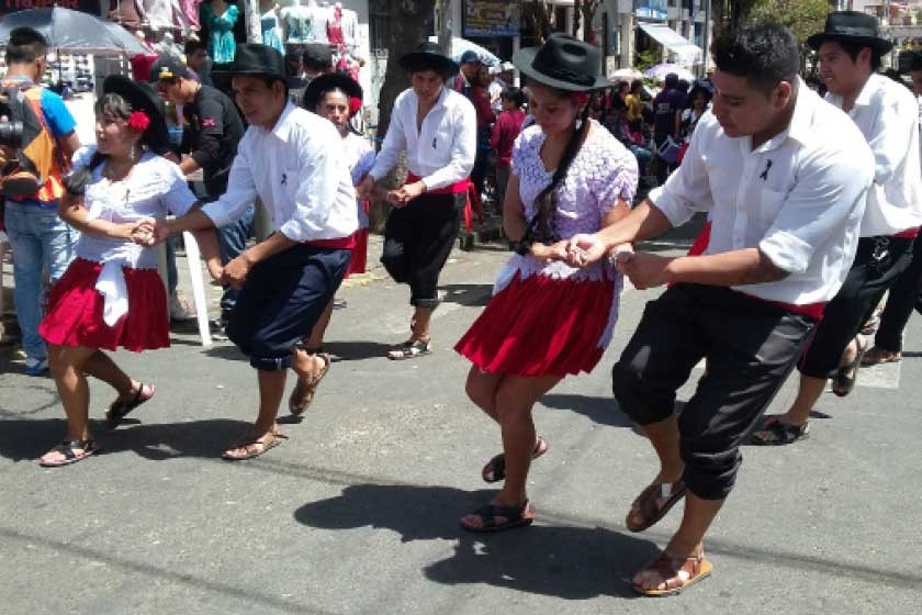 Estampa Cinteña en su mayoría está conformada por residentes camargueños en Sucre. Ayer fue su primer ingreso en sábado.