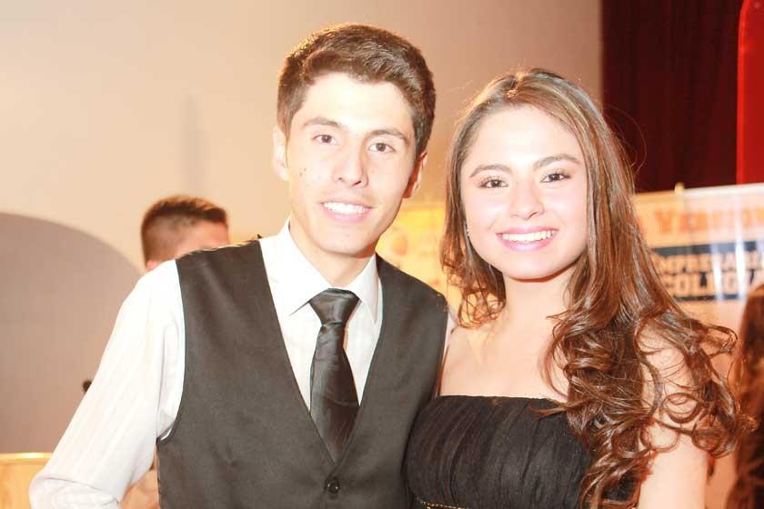 Presentadores: Leonardo Vaca  y Fernanda Vilar.