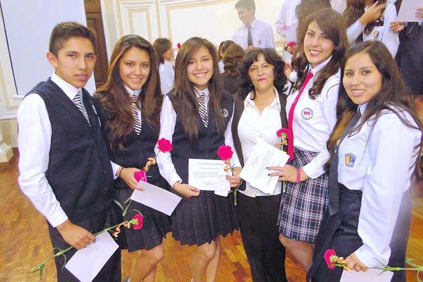 Germán Espada, Nicole Gómez, Esthefany Gómez, Natty Torricos, María Padilla y Mariam Pérez.