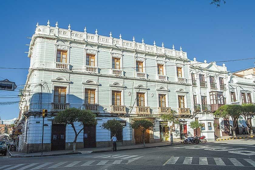 El inmueble que fue refaccionado por los esposos Morales -Torricos alberga, en su 2do. y 3er. piso, el singular museo.