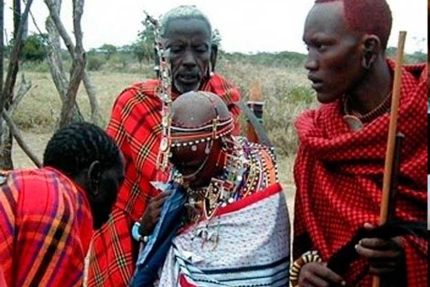 Tradición Masai de escupir