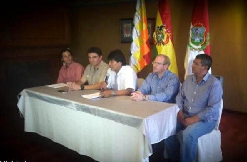 La conferencia de prensa de las autoridades tarijeñas junto al presidente Evo Morales. Foto: Gentileza Min. Culturas