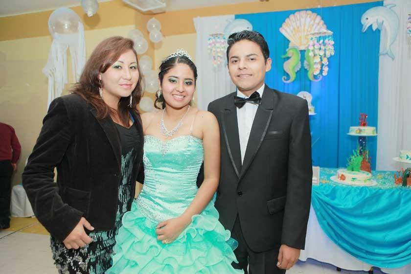 Milenka Ballesteros junto a su familia.