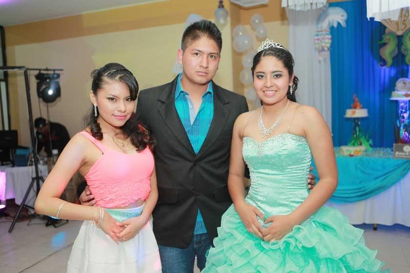 Nayra Torrejón, Brian Ballesteros y Milenka Ballesteros.