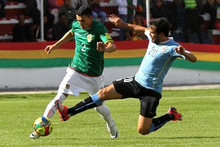 Una escena del partido entre Bolivia y Uruguay. Foto: EFE