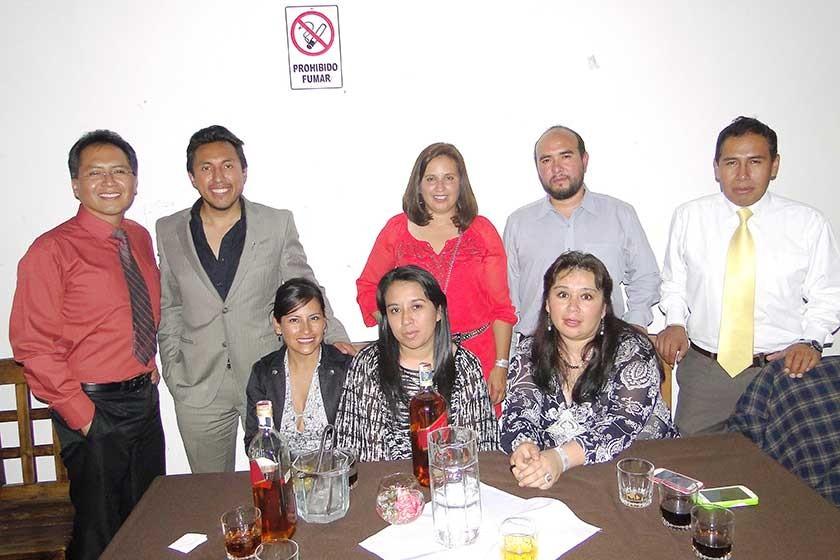 Arriba: Víctor López, Juan Torrico, Lorena Pacheco, Yuri Sattori y Alex Maturano. Abajo: Miriam Cortez, Gimena Gorena...