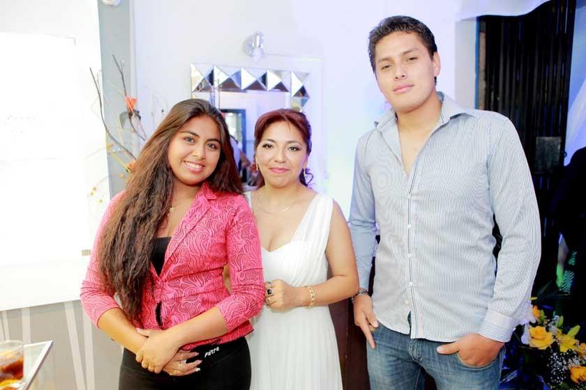 Iris Conde, Lic. Cintya Calvety y Fernando Vega.