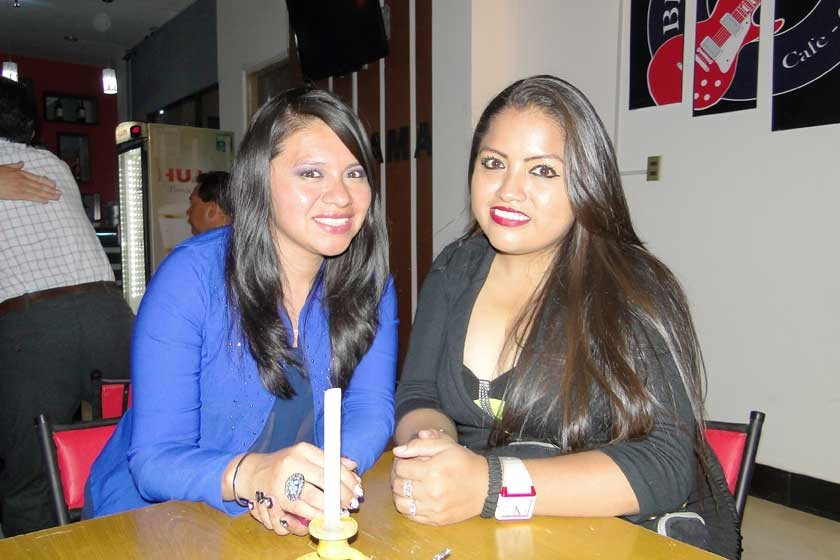 Patricia Siñani y Paola Flores.