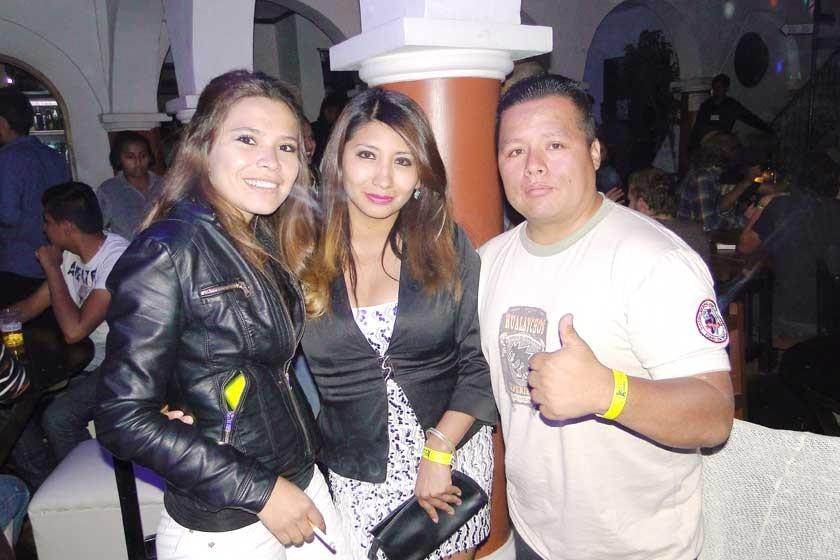 Cecilia Zurita, Cinthia Flores y Edgar Caballero  (cumpleaños)