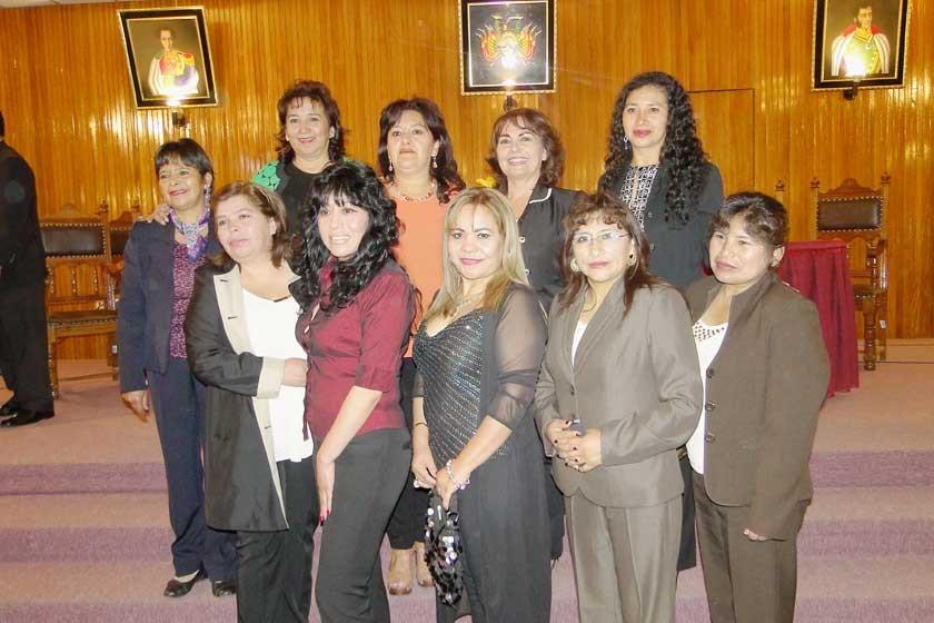 Naveiva Téllez, Rosemary Guillen, Gladis López, Sonia Padilla, Fidelia Vela, Melvy Caballero, Marilú Siles, Rocío Z...