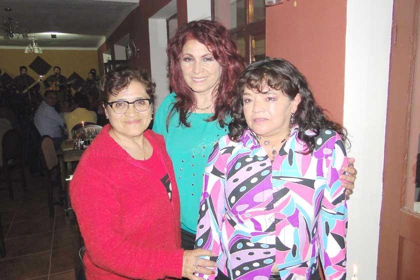 Raquel Paniagua de Sahonero, Eliana Gómez de Sahonero y Marcela García.