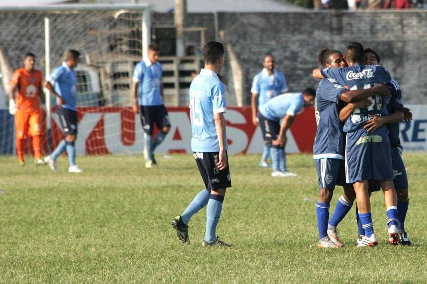 La celebración de uno de los goles del cuadro warneño. Foto: APG