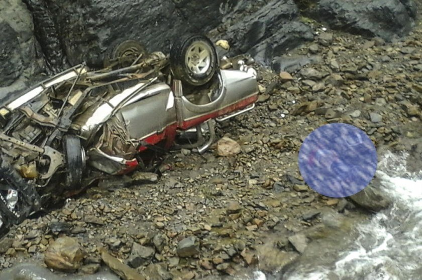 Así quedó la camioneta que se accidentó cerca de Cochabamba. Foto: APG