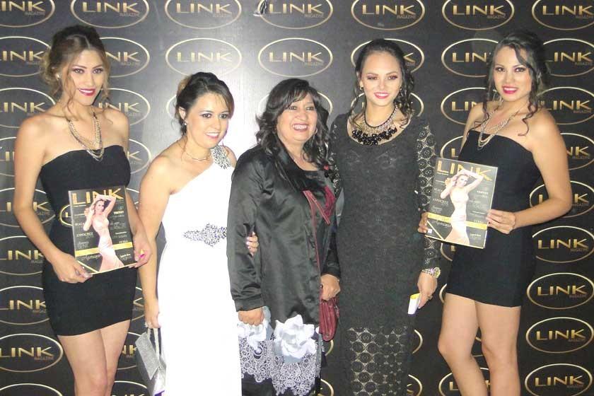 Casandra Barahona, Judith Barrero, María Teresa Dalenz, Vanesa Stumvoll y Paola Iraola.