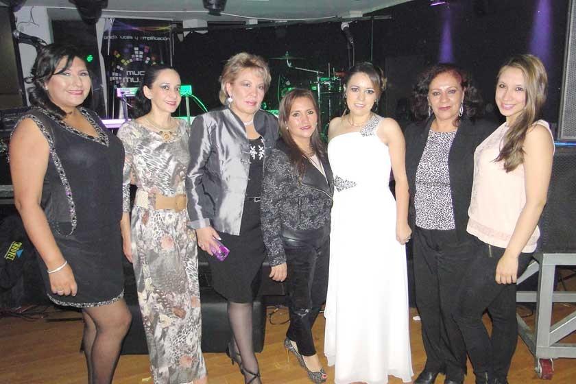 Maritza Blanco, Alejandra Barzón, Sonia Avilés, Carola Lenz, Judith Barrero, Sussy de Lagrava y Laura Lagrava.