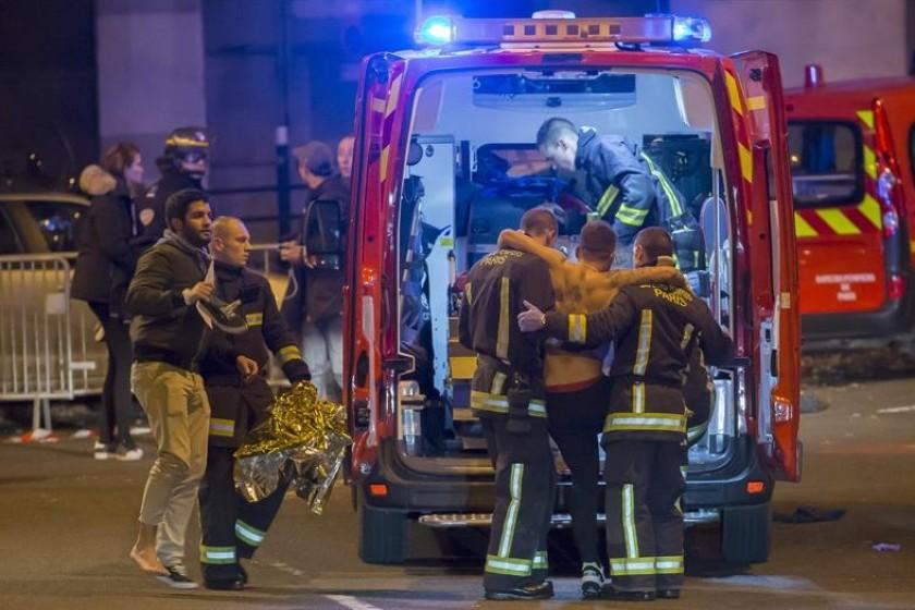 Se habla de más de 40 muertos y varios heridos en París. Foto: EFE