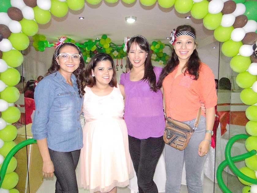 Sofía Arce, Adriana Crespo, Lourdes Tavel y Wara Alurralde.