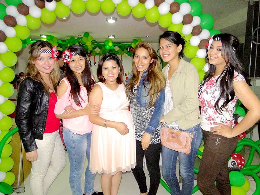Katherine Gómez,  Stefany Chumacero, Melanie Torres, Melanie Suzuki y Jansey Serrano.
