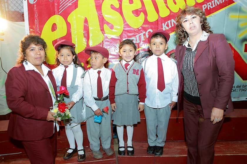 Martha Calvo, Brisia Leaño, Juset Colque, Natalia Burgos, Jeremy Vallejos y Giovanna Vidales.