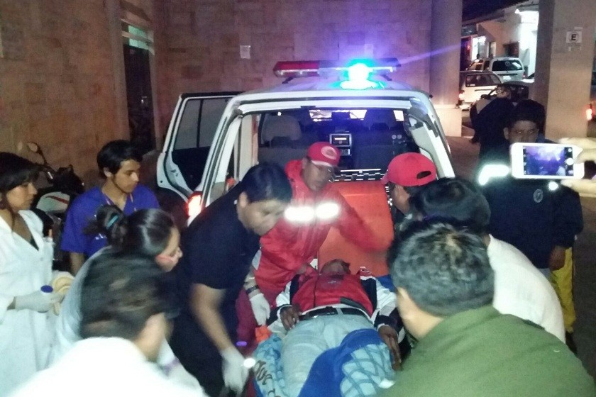 Momento en el que los heridos llegaban al hospital Santa Bárbara. Foto: CORREO DEL SUR