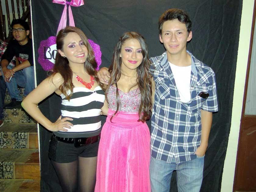 Alejandra Aliaga, Allison y Christian Nogales.