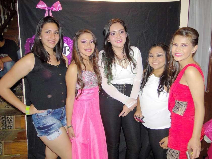 Mely Cambón, Allison Nogales, Shadya Assaf, Belén Taboada y Mafe Noya.