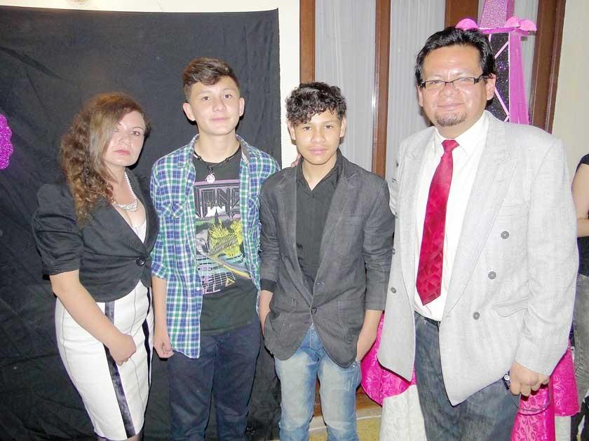 Pamela Zamora, Luis, Ernesto y Marcelo Andrade.