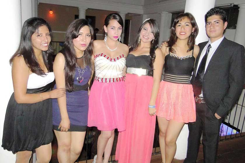 Ana Janco, Alejandra Choque, Danahe Miranda, Jhilka Mariscal, Jessika Daza y Tomas Guzmán.