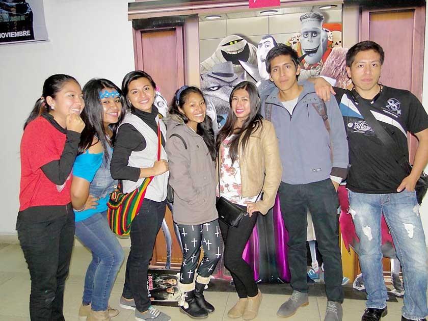 Estefanía, Daniela, Gabriela, Carol, Karen, José y Cristian.