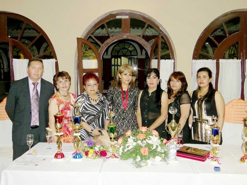 Marcelo Guzmán, María Elena Rivera, María Eugenia Delgado, Ana Calderón, Jenny Gutiérrez, Evelin Ortubé y Gladys Gorena.
