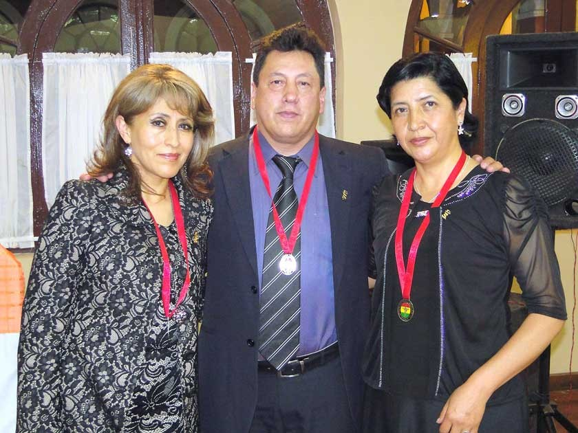 50 años de profesión: Ana Calderón, Nelson Caballero y Beberly Piérola.