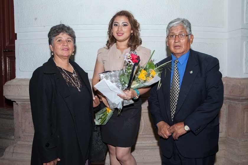 Gladys Barrón, Vanesa y Simón Ortega.