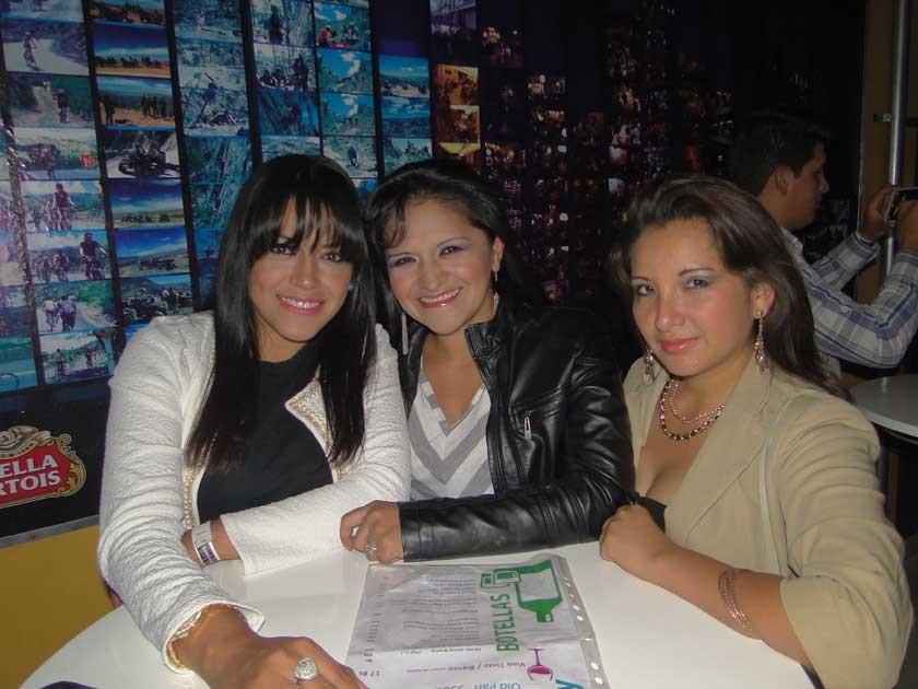 Valeria y Claudia Morales  junto a Daniela Ortiz.