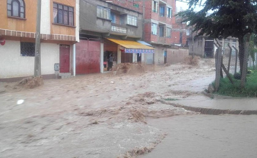 Las calles de Sucre se convirtieron en ríos. Foto: Gentileza
