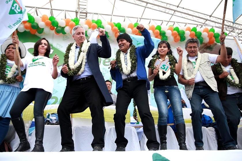 Evo Morales y Álvaro García durante el acto político de este sábado. Foto: ABI