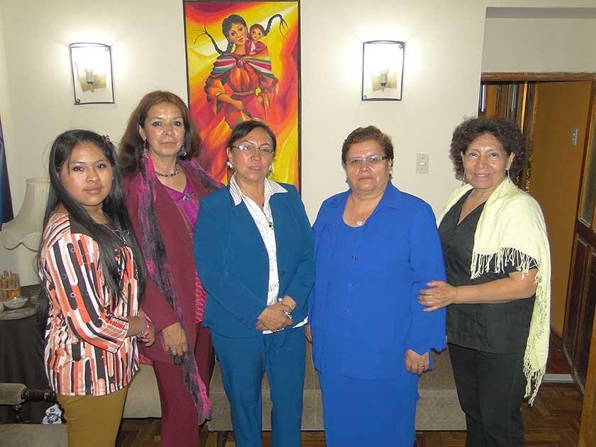 Flor María Saavedra, María del Carmen Carrasco, Consuelo Sanz, Casta Téllez y Gladys Suárez.