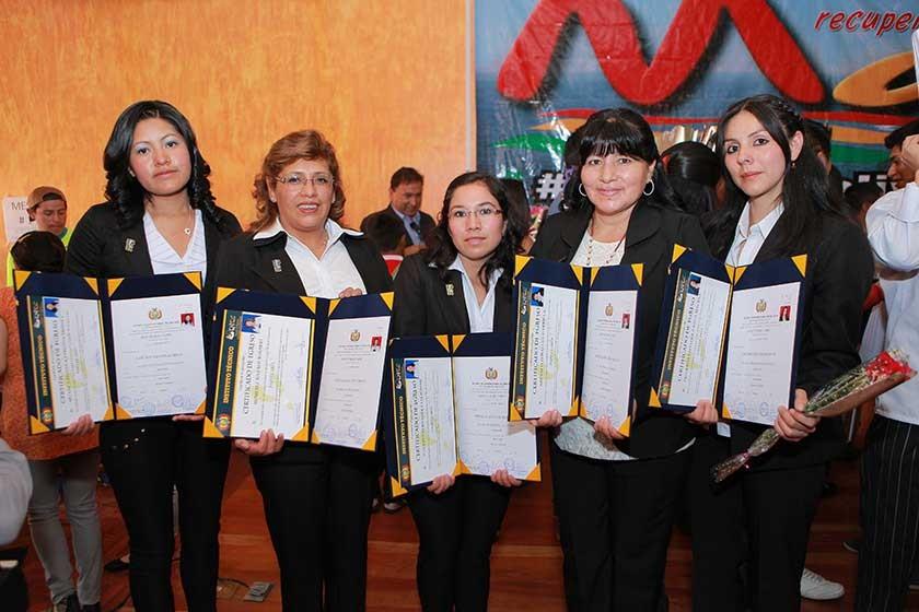 Virginia Huanca, Rosario Humeres, Felicidad Cáceres,  Gabriela Arévalo y Marcela Figueroa.