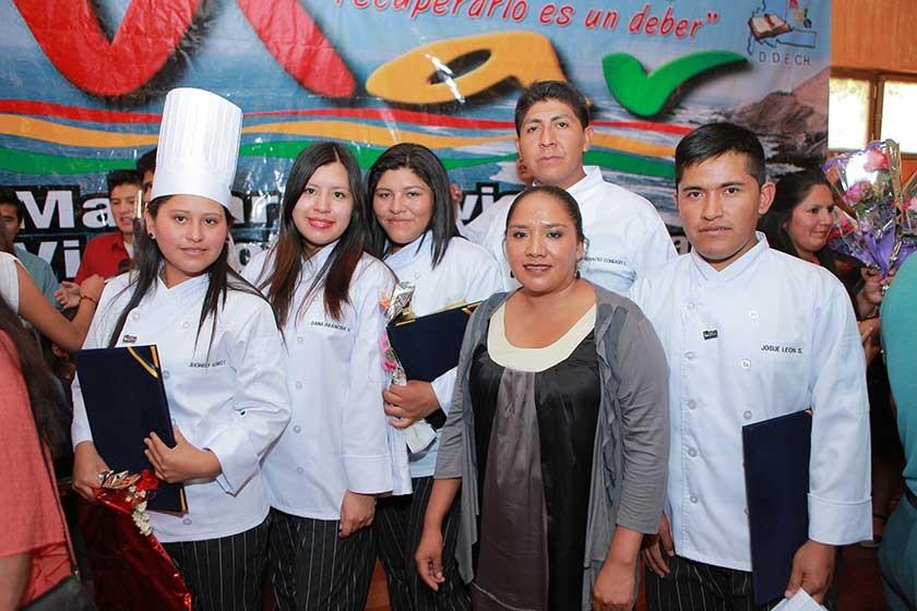 Cosmo Café: Jhanely Gómez, Dana Arancibia, Nineth Aramayo, Ignacio Condori,  Saida Quispe y Josué León.